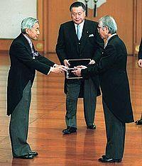 emperor_akihito_yoshiro_mori_and_hideki_shirakawa_20001103